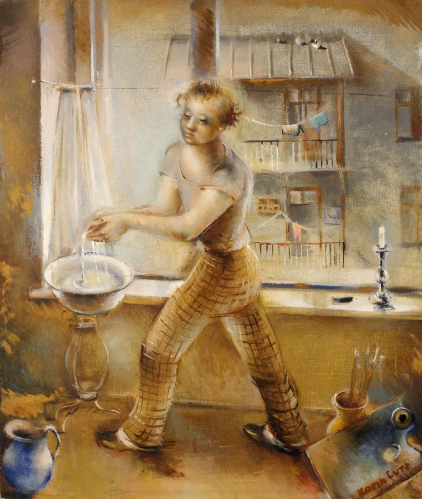 Karin Lutsin Kunstnik -taulun keskellä ihmishahmo beigen-oranssissa ympäristössä pesee käsiään ikkunan edessä. Kuvassa on nähtävillä sinisen sävyjä mm. vasemman alakulman vesikannussa, oikean alakulman maalauspaletissa ja ikkunan maisemassa, jossa vastapäisen talon parvekkeilla roikkuu pyykkejä.