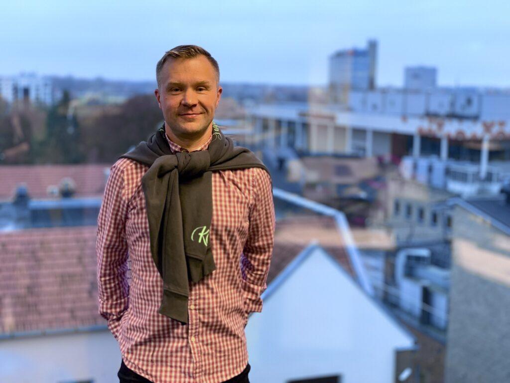 Lauri Räpp kotikaupungissaan Tartossa. KUVA: Ele Adamson